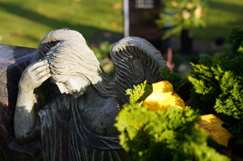 Engelskulptur auf dem Trittauer Friedhof - Kirchengemeinde Trittau