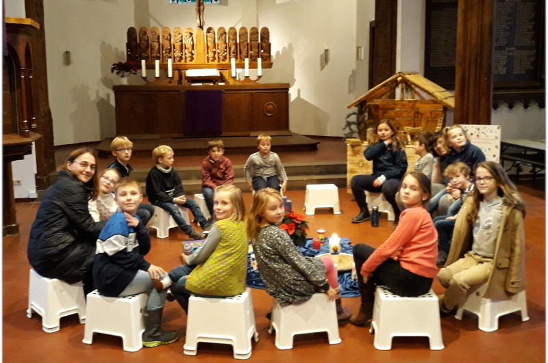 Start und Ende im Altarraum - Mitwirken der Kinder