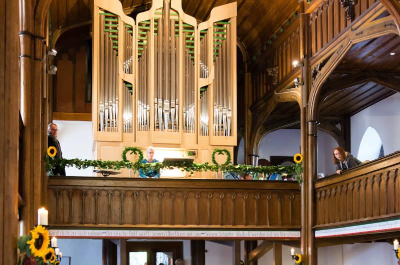 Bei der Orgelweihe Erntedank 2016
